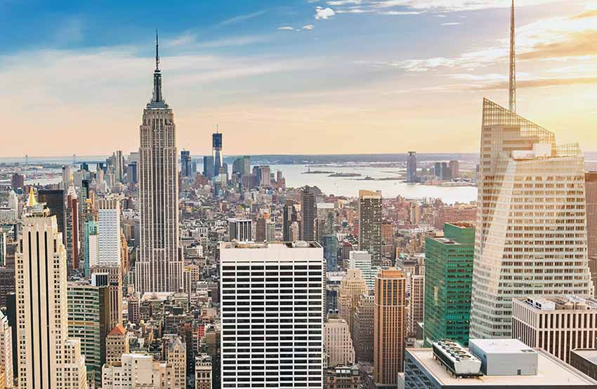 Eyre Bus tours take muli-day trips to see the New York City skyline.